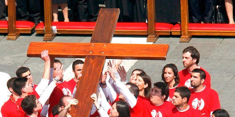 2 encuentros con la Cruz de la JMJ: con los voluntarios de la JMJ Madrid 2011, y con los jóvenes de la diócesis.